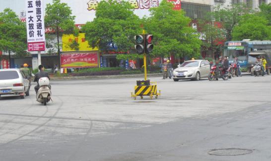 """市区西湖路与宝庆路十字路口红绿灯""""罢工"""""""
