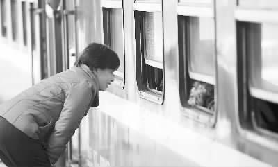 车站的男孩背影手绘