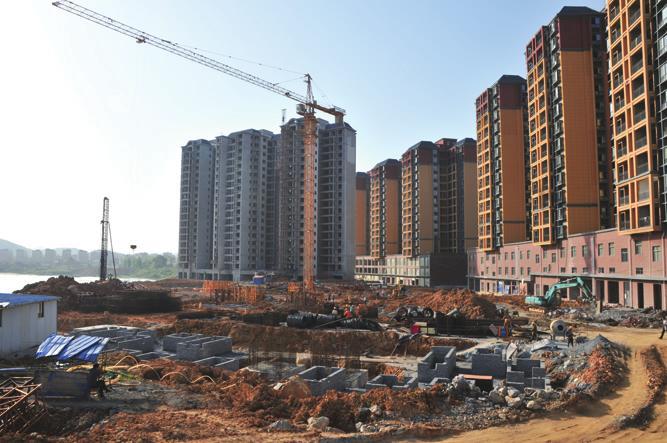 连日来,天气转晴,隆回帝豪澄湾项目二期工程建设速度加快.-2014