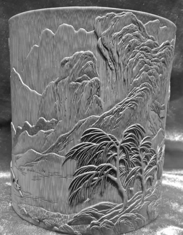 6月19日,一踏进张交云位于魏源文化市场内的工作室,便被其室内古香古色的木制椅子和柜子上琳琅满目的精美雕刻工艺品所吸引,一股艺术气息顿时扑面而来。这次参展,不仅向外推广展示了宝庆竹刻艺术,也让我学到了不少东西。结束全国非遗联展之行返回家乡后,张交云感触地说。 6月13日至18日,中华技术百县技艺昆明官渡第五届全国非遗联展在云南昆明市官渡古镇举行,全国100个县100项国家级、省级非物质文化遗产手工技艺项目集中亮相,我市宝庆竹刻省级代表性传承人张交云应邀参展,与来自全国各地的手艺人斗艺,向参观者